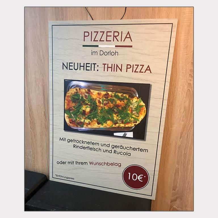Abgebildet ist ein Screenshot des Referenz-Plakats Pizzeria im Dorloh